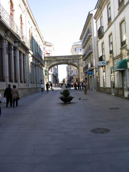 murallasdelugo_paseo1_pta_obispoaguirre.jpg