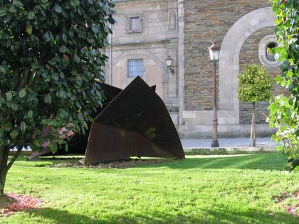 plaza_santo_domingo_escultura.jpg